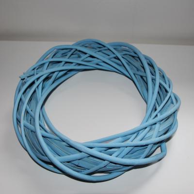 věnec z barveného proutí na aranžování-modrý 30cm