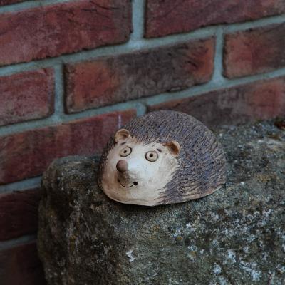 keramický ježek ležící