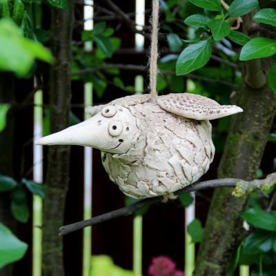 keramický pták nohatý závěsný