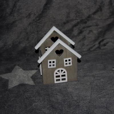 svícen - dřevěný domeček