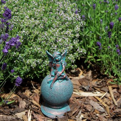 víla sedící bokem na kouli - patina bronzu