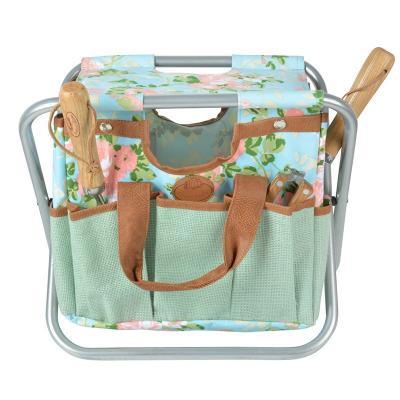 zahradní stolička s taškou na nářadí