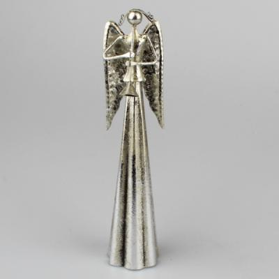 kovový anděl s tumpetou